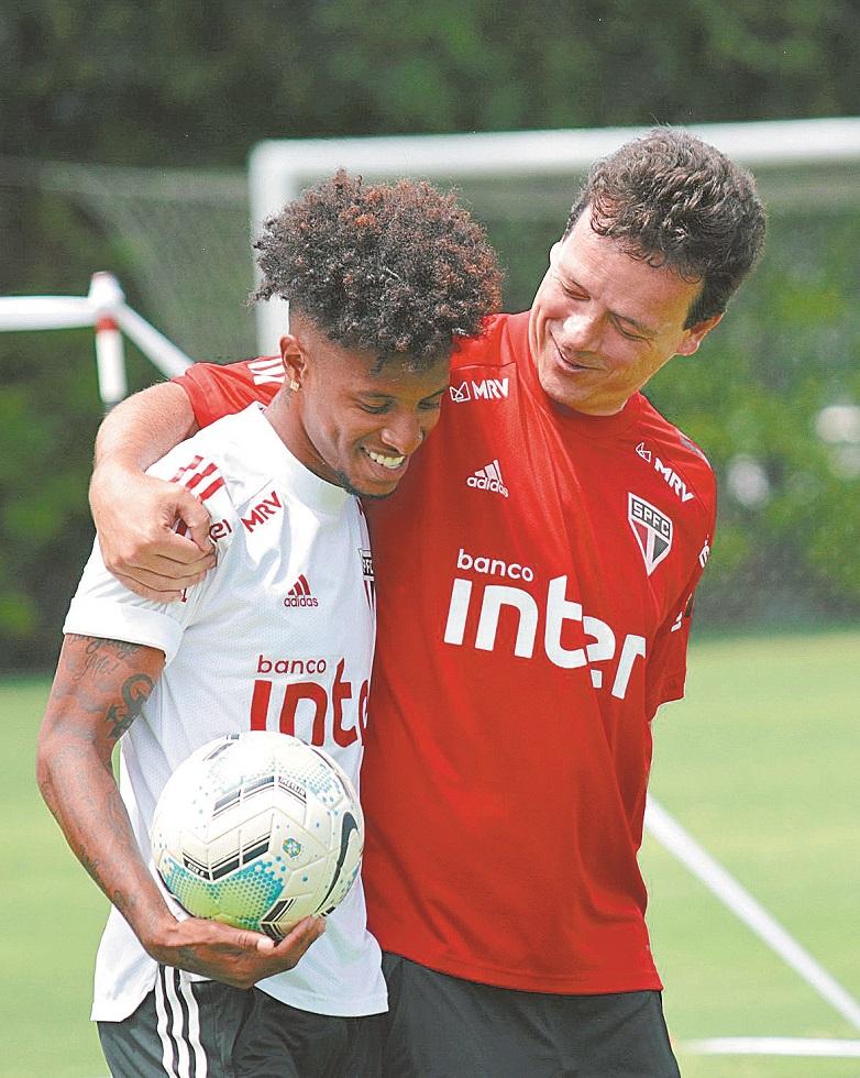 São Paulo visita o Athletico-PR, em Curitiba, com o Inter no encalço