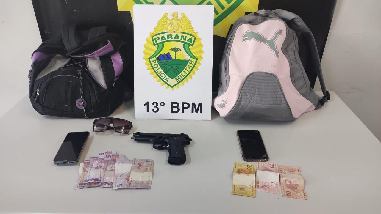 Casal armado é preso após assaltar cobradores e passageiros em estação-tubo de Curitiba