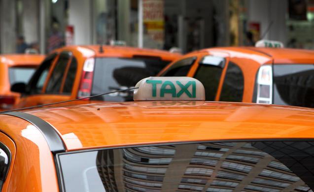 Projeto que tramita na CMC quer dobrar vida útil dos táxis em Curitiba