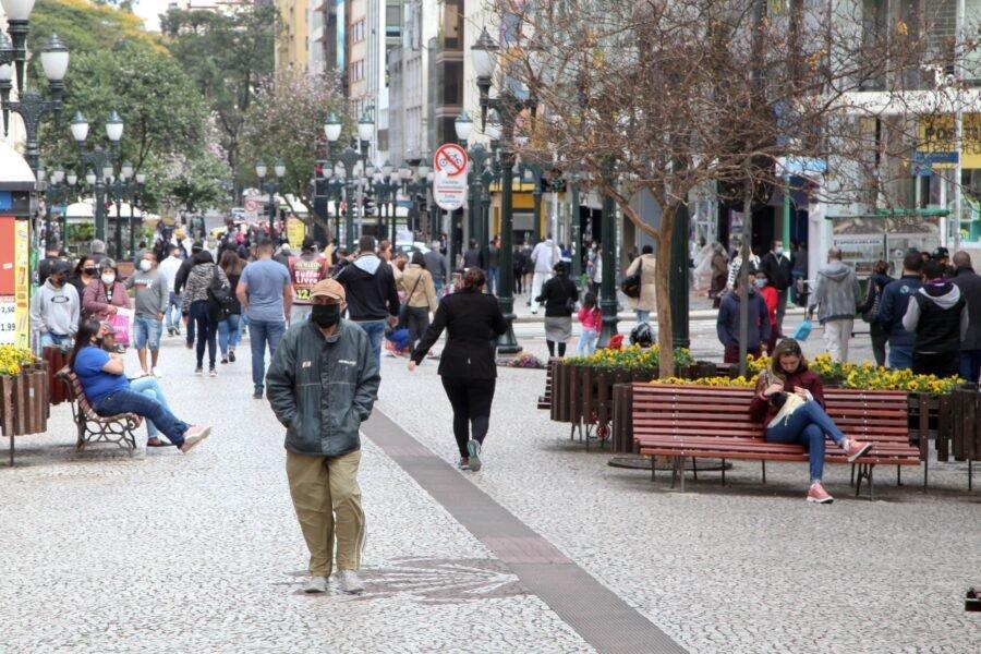 Novo decreto altera funcionamento de serviços em Curitiba