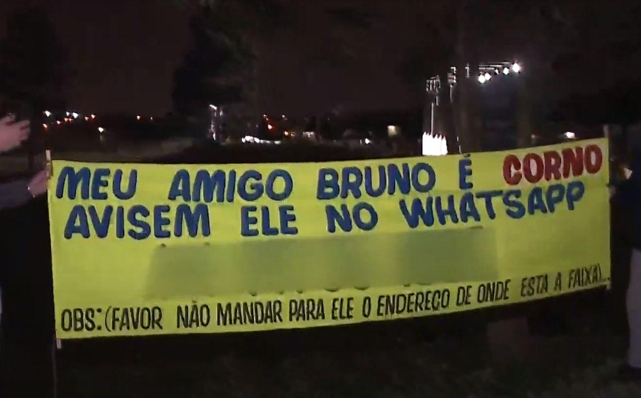 """""""Rei das trollagens"""" cai em pegadinha, vira o """"corno de Curitiba"""" e promete vingança"""