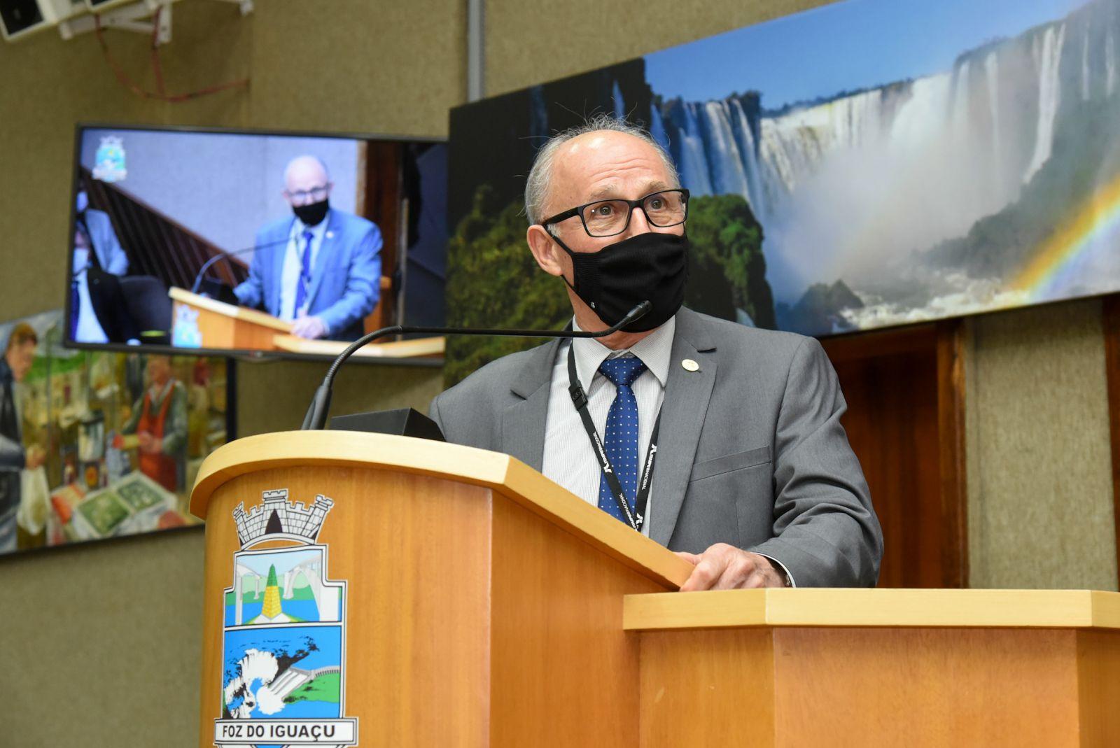 Profissionais da saúde são exemplos de dedicação e solidariedade, afirma general Ferreira