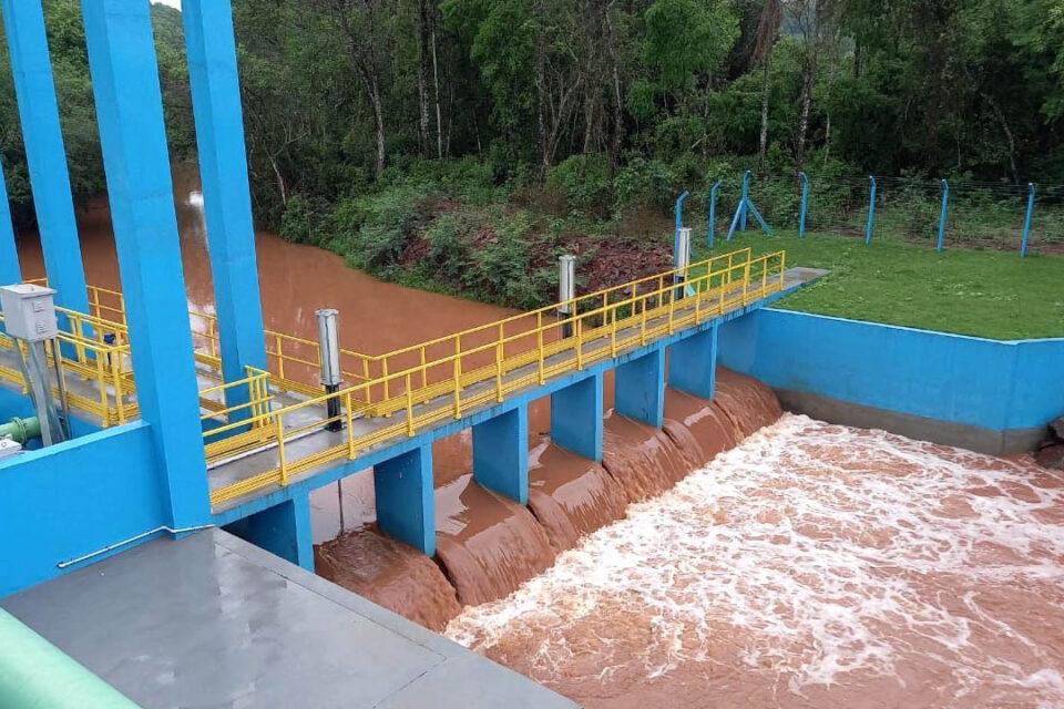 Chuvas trazem alívio, mas déficit de água continua e rodízio é mantido na região de Curitiba